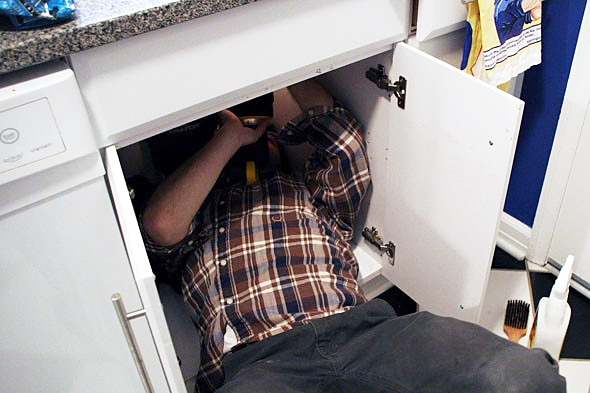 Alum Rock plumber examines faulty P trap